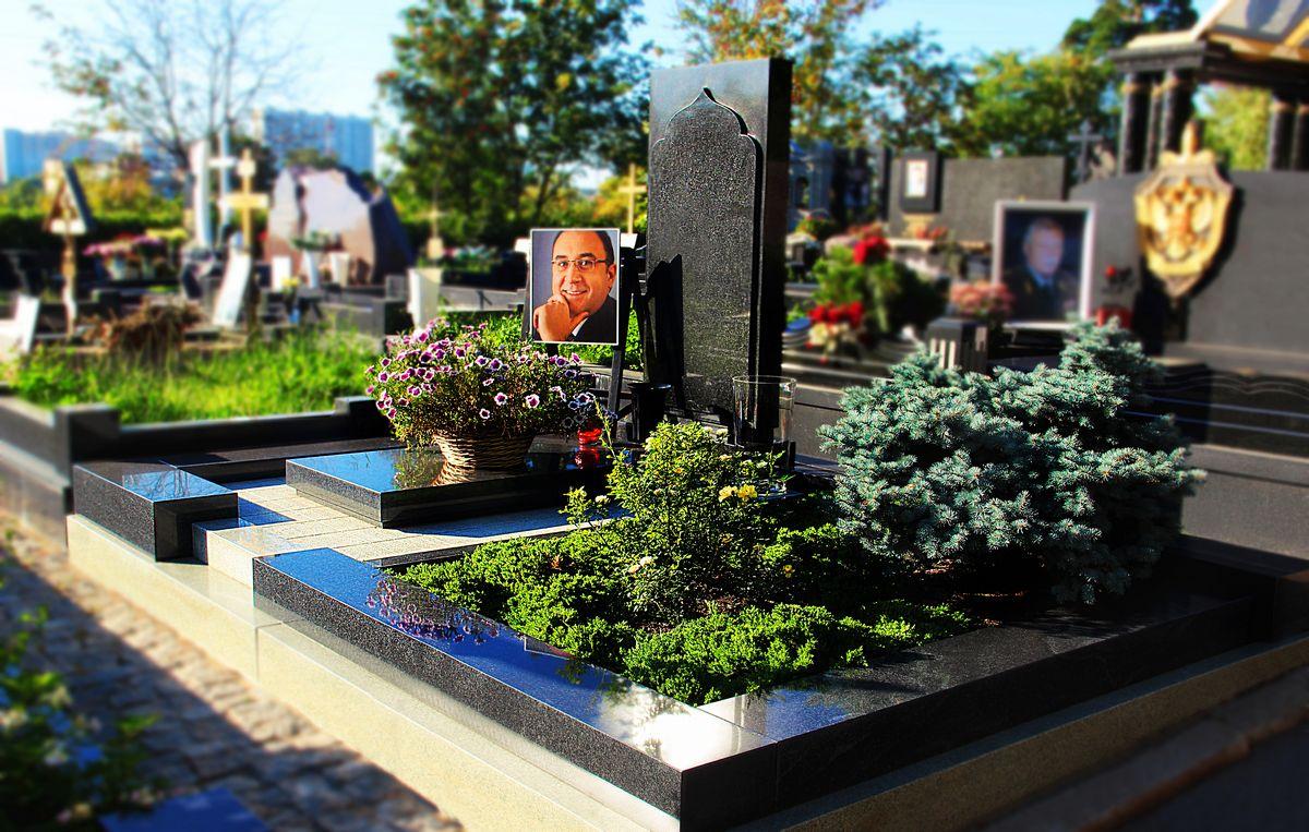 Реставрация и благоустройство могил
